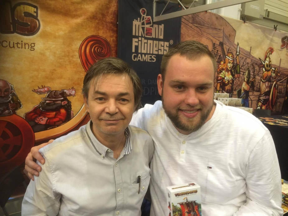 József Dorsonczky (z lewej) oraz polski wydawca - Mateusz Pitulski z Fullcap Games